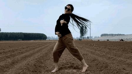 10月最新广场舞《我就是静静》哈哈舞场霸气吧