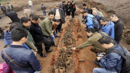 考古挖掘辽代古墓群, 墓中发现一桌酒菜