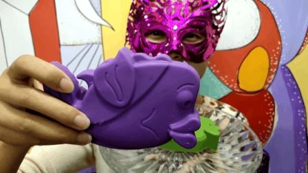 """妹子试吃""""飞鱼巧克力"""", 第一次见会飞的鱼, 味道还超赞"""