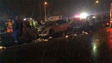 兰州高速车祸致15死44伤 目击者: 车瞬间被毁