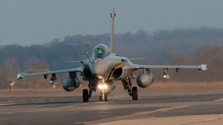 """印度空军第一架""""阵风""""战机首飞 精心设置机号致敬印军两大元帅"""
