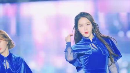 韩国清新美女组合室外公演, 现场风好大, 看着她