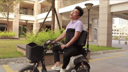 闽南语搞笑视频: 自恋小伙印堂发黑, 微笑中透露