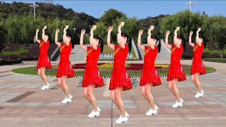 点击观看《筷子兄弟 小苹果 益馨广场舞 好听好看简单时尚又好学》