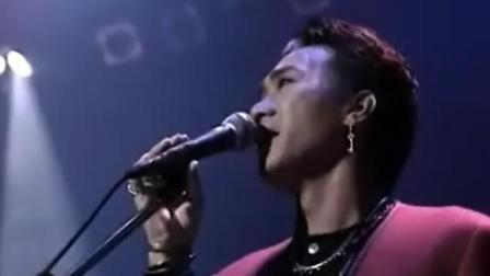 黄家驹, 1990除夕之夜, 银装版《战胜心魔》台下观众激动得站起来