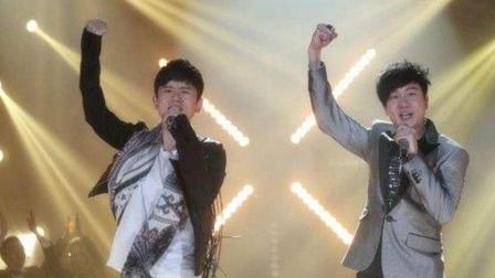 张杰、林俊杰同唱一首歌, 现场气氛嗨爆了, 太好听了!