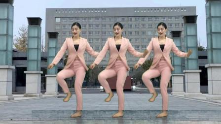 点击观看《经典74步鬼步舞独步天下 我的快乐就是想你 附分解青青世界广场舞》