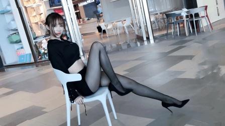 点击观看《商场里面跳韩舞 提线木偶 保安表示要支持中国舞蹈》