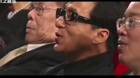 真正的殿堂级歌手, 他一开嗓, 整个娱乐圈都在台下静静的听他的歌