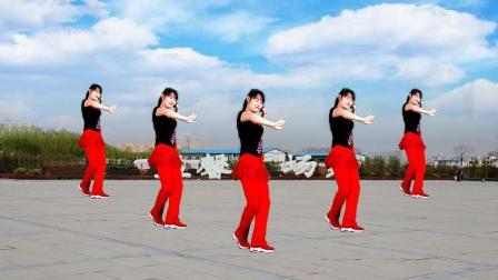 点击观看《益馨广场舞 歌在飞 32步健身舞》
