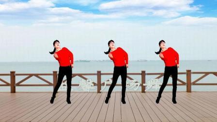 点击观看《益馨广场舞 对着月亮说声我爱你 单人水兵舞》