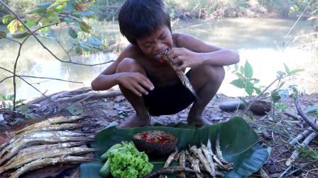 户外求生: 小屁孩带着尖嘴小鱼到野外烧烤, 直接放在石板上煎着吃, 真香