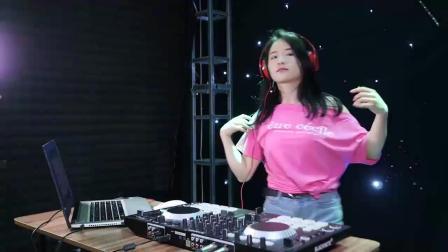 美女DJ现场打碟歌曲: 《依兰爱情故事》, 好听的都忘看叫什么歌名