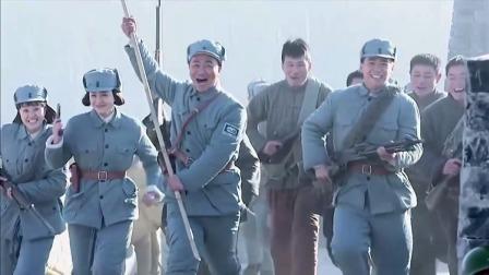 地雷战大结局,鬼子终于被打跑海阳城得到解放,全部人举旗狂欢!