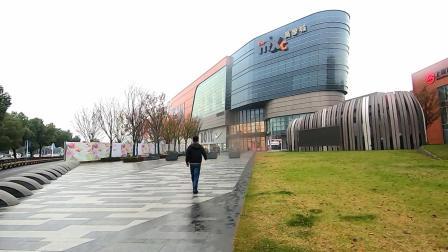 05  05 上海闵行区万象城  是这里最大的购物中心  就在吴中路旁边