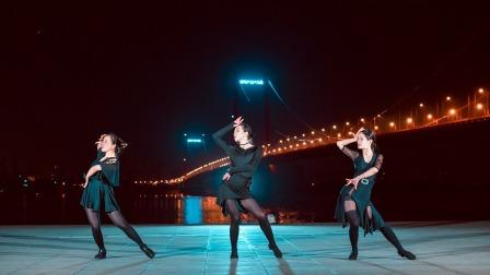 点击观看《单色舞蹈 深情拉丁舞,喜欢这首歌的故事》