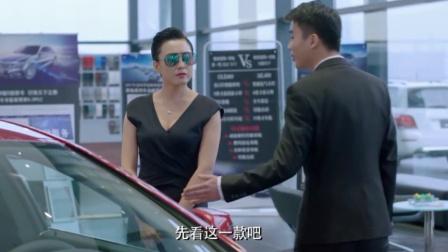 男人婆领导假扮顾客买车,下属自称销售大师不停在吹捧,这下惨了