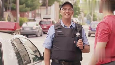 国外恶搞: 警察检查酒驾, 结果车主吹了他一脸面