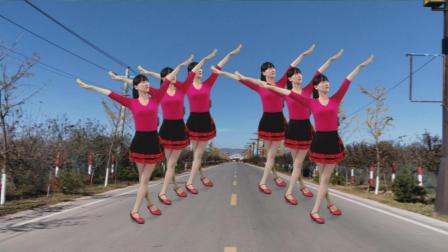 点击观看《怀旧金曲广场舞 追梦人 步伐新颖, 好听更好看!》