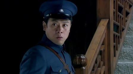 犯人处死前讲出真相,军官带着兵赶回去找妻子,推开门后直接怒了