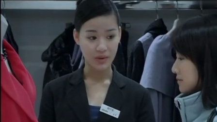 女子商场看衣服,被售货员瞧不起,不料女子试也不试,直接买2件