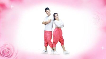 点击观看《糖豆广场舞 粉红情歌 鬼步舞视频 重庆坝坝舞大妈赶紧学起来》
