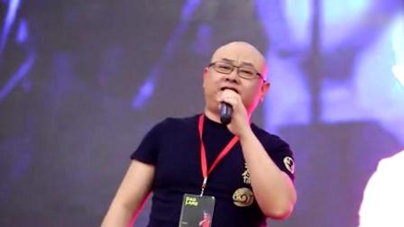 刀郎现身唱《西海情歌》, 网友: 岁月不是杀猪刀, 是猪饲料!