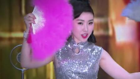 天啊! 有谁知道这女歌手是谁, 唱歌太刺骨了, 舞姿更是那不好意思看