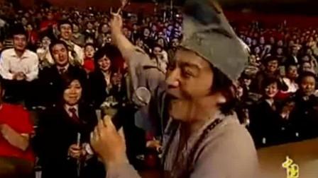 珍藏版! 游本昌的济公活佛无人超越, 唱的主题歌疯疯癫癫还原本色相关的图片