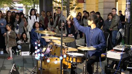 李科颖演奏《拥抱你离去》花式鼓棒玩得太溜, 现场满满的围观群众