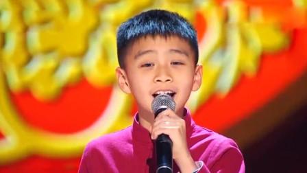 10岁小男孩高歌一曲, 纯净嗓音惊艳全场, 竟超越了原唱!