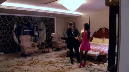 """刑警队长假扮""""嫖客"""", 成功抓捕酒店小姐, 没想回家后被妻子大骂!"""