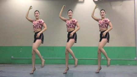 青青世界广场舞 好嗨哟 抖音舞 网红歌曲跳起有点害羞 脸红红