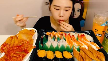 韩国大胃王卡妹吃一大份海鲜寿司, 一口接着一口, 这么吃真过瘾!