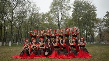 点击观看《民族舞不仅舞蹈好看 衣服也漂亮》