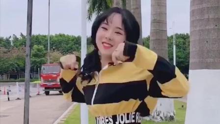 点击观看《这个季节还能看到热裤小姐姐跳抖音舞的, 只有在广州了吧?》