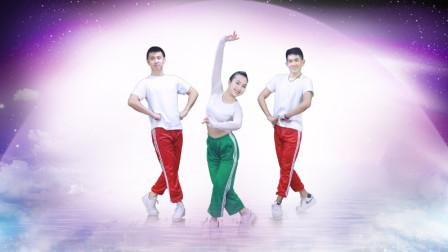 点击观看《糖豆广场舞 我是笨男人 活力有趣的健身舞》
