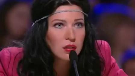评委质疑美女假唱! 黑脸喊停要求清唱, 没想到自带电音震惊全场!