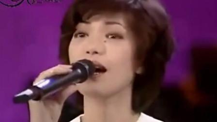 费玉清凤飞飞蔡琴同台表演小哥的毛病又犯了!