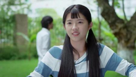 美女刚被同学给欺负,下一秒帅气的学长救场,美女瞬间沦陷了