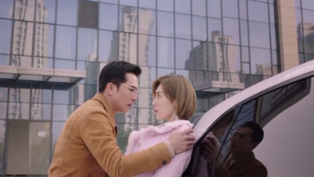 男子走路玩手机不小心撞到豪车,富家女自证清白,下一秒却沦陷了