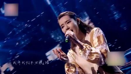 戚薇惊艳登台,献唱一首《送你一匹马》,人美歌更好听!