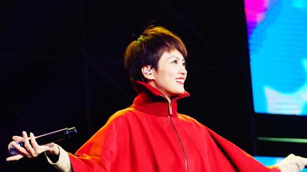 依旧是最爱的短发,梁咏琪再唱成名曲,《胆小鬼》响起那一刻感觉要泪奔 四川卫视花开天下跨年演唱会 2019 20190101