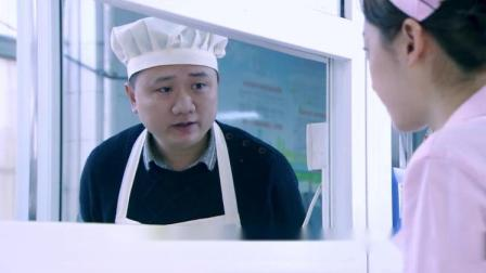 美女每顿吃素瘦成这样,食堂大叔看不下去,请她吃肉不收钱