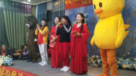点击观看《青青世界广场舞 参加2019年首届内黄鬼步舞联谊会 完整版》