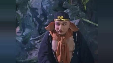 八戒沙僧与妖怪的打斗也很精彩  八戒你怕不是来搞笑的吧