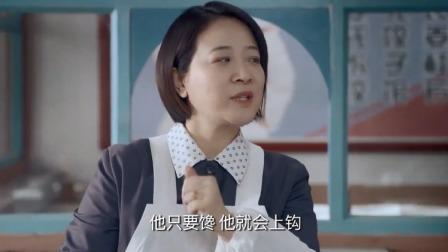 饺子馆的饺子老是奇怪的消失,老板想了一个办法,让小偷自投罗网