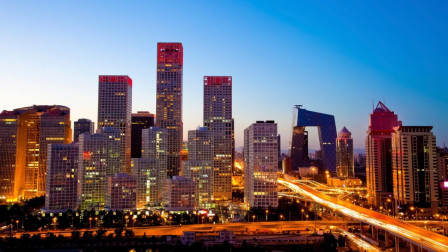 """中国最心酸的城市, 80万人一到晚上就从闹市消失, 回到""""地下世界"""""""