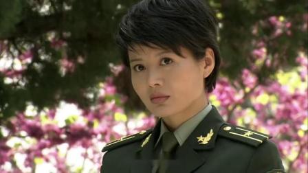 男兵跟女友回家见家长,到门口男兵却不敢进去,那可是战区司令家