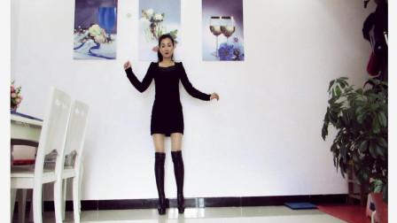 点击观看《神农舞娘广场舞 全世界我只喜欢你 好听的歌简单舞步》